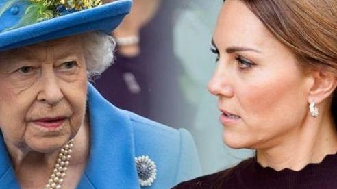 Kate từng khiến Nữ hoàng phật ý vì không có việc làm