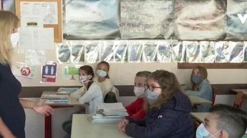 Số ca nhiễm COVID-19 tăng cao, Pháp đóng cửa 22 trường học
