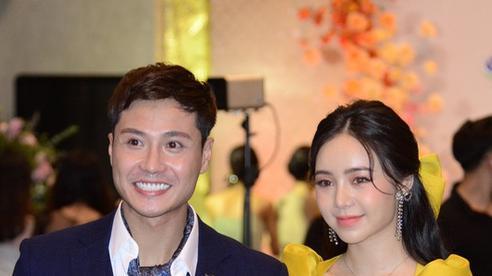 Thảm đỏ VTV Awards 2020: Cặp đôi Thanh Sơn - Quỳnh Kool sánh đôi thân thiết nhưng sao gương mặt của 'thầy giáo mưa' khác lạ đến ngỡ ngàng thế này