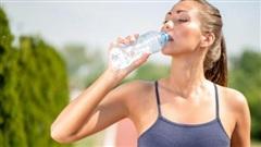 Những người tuyệt đối không nên uống nhiều nước