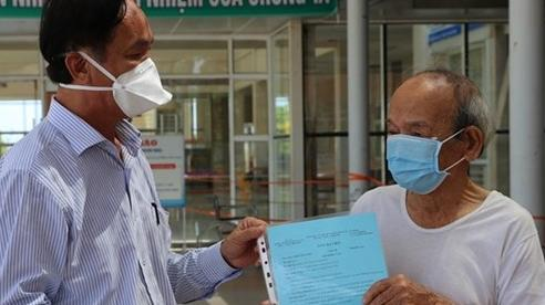 Cụ ông 90 tuổi ở Quảng Nam được điều trị khỏi Covid-19 và xuất viện