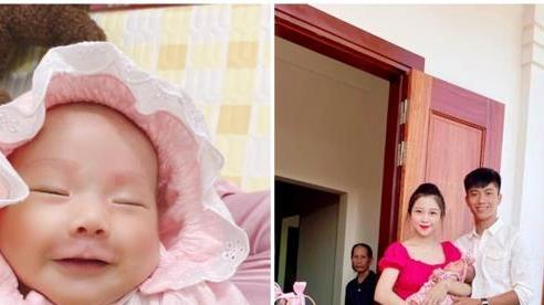 Phan Văn Đức hạnh phúc ngày đầy tháng của cô 'công chúa nhỏ' Dâu Tây