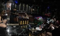 Hàng chục dân chơi phê ma túy trong quán karaoke trá hình ở Sài Gòn