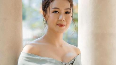 Hồng Diễm của 'Hoa Hồng Trên Ngực Trái': Lên phim lúc nào cũng bình dị đơn giản, ngoài đời không ít lần khoe dáng gợi cảm ở tuổi 38