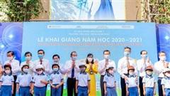 Honda trao tặng gần 2.000 mũ bảo hiểm cho học sinh tiểu học