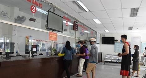 Sân bay, nhà ga, bến xe ở Đà Nẵng vắng vẻ trong ngày đầu hoạt động lại vận tải khách