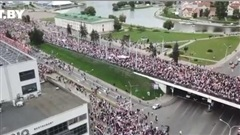 Tình hình Belarus: Biểu tình không 'hạ nhiệt', hàng trăm người bị bắt giữ