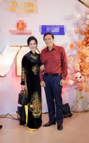 'Mẹ chồng' Lan Hương được chồng khen đẹp nhất khi mặc áo dài