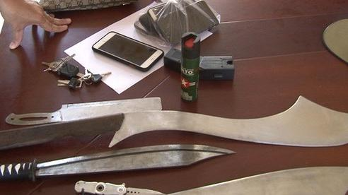 Huế: Kịp thời ngăn chặn 2 nhóm thanh niên sắp 'hỗn chiến' với nhiều vũ khí nóng