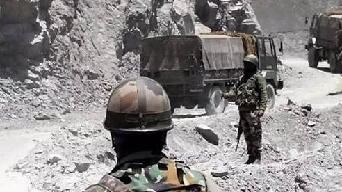 Nguồn tin Ấn Độ: TQ điều 10.000 lính tới biên giới, tình hình giằng co 'nóng lên từng ngày'