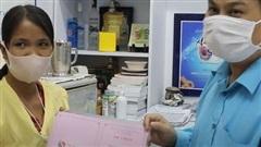 Vợ bệnh nhân bị rắn cắn từ chối nhận tiếp tiền hỗ trợ và tặng 80 triệu đồng cho bệnh nhân khác