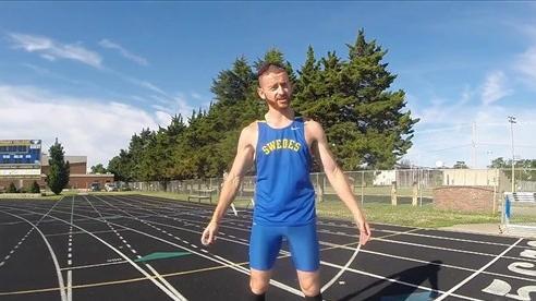 Người đàn ông mê chạy giật lùi lập kỷ lục thế giới