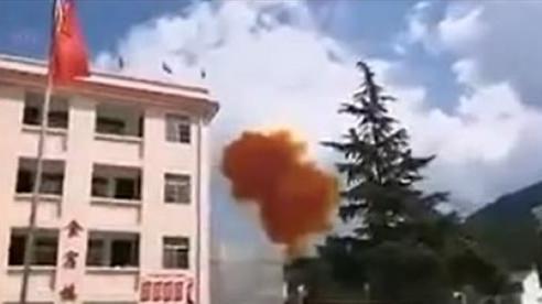 Tên lửa đẩy vệ tinh của Trung Quốc suýt rơi trúng trường học