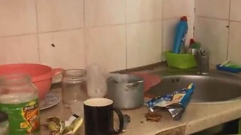 Lên nhắc hàng xóm vì để tràn nước, người phụ nữ cứu đứa trẻ 3 tuổi thoát khỏi 'lưỡi hái tử thần'