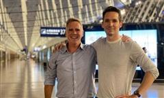 Hai phóng viên Úc vội vã rời đi khi bị Trung Quốc 'sờ gáy'