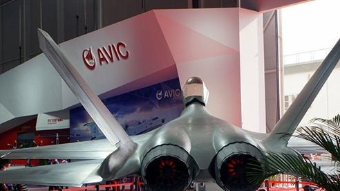 Tiêm kích tàng hình FC-31 ra mắt với động của JF-17