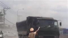 Truy tìm tài xế xe ben biển đỏ 'đại náo' khi bị CSGT kiểm tra tại Đồng Nai