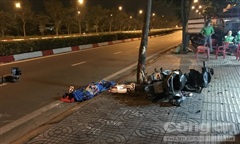 Xe máy tông cây xanh ở Sài Gòn, nhân viên ngân hàng tử vong tại chỗ