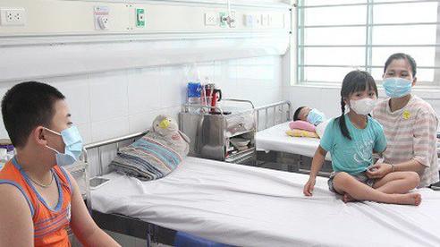 Những triệu chứng không thể bỏ qua, dễ biến chứng nặng vì sốt xuất huyết ở trẻ