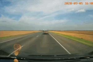 Ô tô đi ngược chiều, vượt ẩu, tài xế tử vong