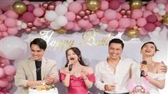 Quỳnh Nga tổ chức tiệc sinh nhật tràn ngập màu hồng