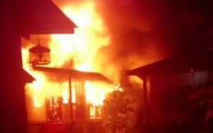 Cháu trai châm lửa đốt trụi nhà bà ngoại, nguyên do phía sau khiến ai nghe cũng rùng mình