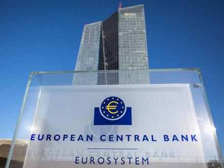 ECB quyết định giữ nguyên lãi suất ở mức thấp kỷ lục