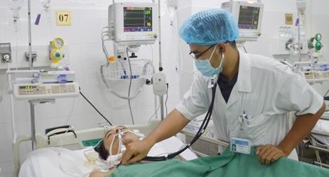 (Hi hữu) Cứu sống bệnh nhân bị ho ra máu sét đánh