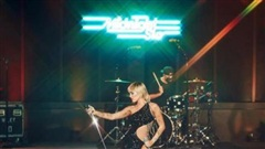 Miley Cyrus khoe dáng nuột nà, đẹp đến choáng ngợp khi mặc đầm Công Trí