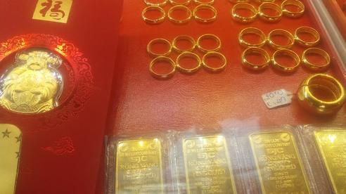 Giá vàng hôm nay 11-9: Sẽ vọt lên 2.000 USD/ounce trong ngắn hạn?