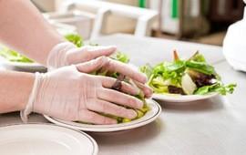 Nielsen: Người Việt tăng cường lối sống tại nhà khiến nhà sản xuất sợi ăn liền, xúc xích, thực phẩm chế biến có doanh thu tốt