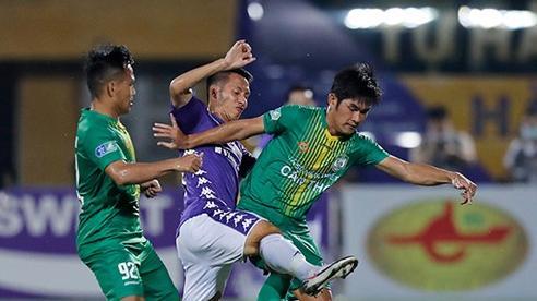 TP Hồ Chí Minh 'ngược dòng' ngoạn mục, Hà Nội FC tạo 'mưa' bàn thắng