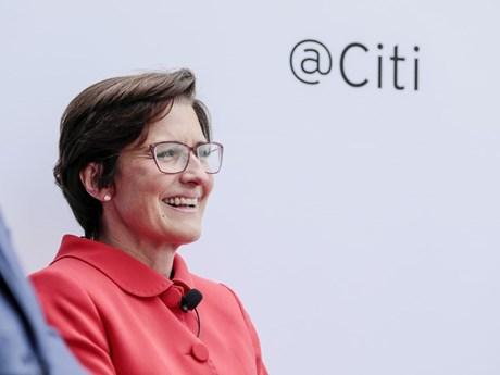 Hành trình thành CEO nữ đầu tiên của một ngân hàng lớn trên phố Wall
