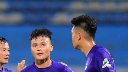 'Quang Hải có vẻ tăng cân, hy vọng em có sự cân đối lại'