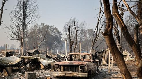 Sốc: Hàng nghìn ngôi nhà ở Mỹ hóa tro tàn, nửa triệu người phải sơ tán vì cháy rừng