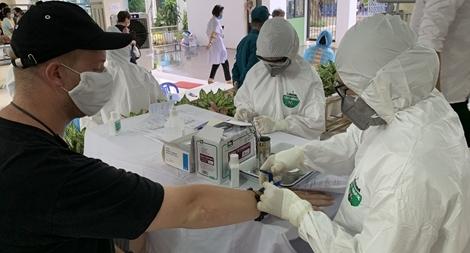 Không có ca mắc mới, Việt Nam xét nghiệm COVID-19 cho người xuất cảnh