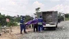 Vụ người đàn ông chết trên sông Vàm Thuật: Nạn nhân khoảng 40 tuổi, mặc quần tây đen, áo thun ngắn tay