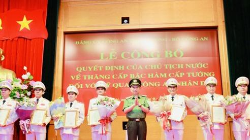 Trao quyết định thăng hàm cấp tướng cho 9 sĩ quan Công an cao cấp