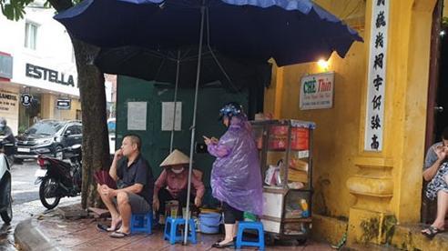 Hà Nội: Quán ăn, trà đá lấn chiếm vỉa hè bất chấp lệnh cấm
