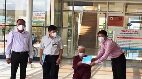 Quảng Nam: Cụ bà 100 tuổi mắc Covid-19 được xuất viện