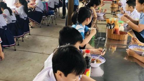 Gần 100 học sinh tiểu học nghi bị ngộ độc thực phẩm ở TP Hồ Chí Minh