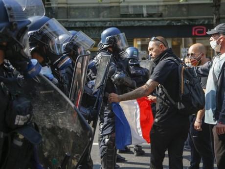 Cảnh sát Pháp giải tán người biểu tình 'Áo Vàng' tại Paris