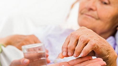 Một số thuốc hay dùng ở người cao tuổi: Cần lưu ý cách sử dụng