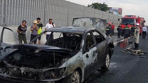 Tin nóng đầu ngày 13/9: Xe ô tô cháy rụi trên cao tốc Pháp Vân - Cầu Giẽ