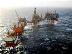 Giàn khoan ngừng khai thác do bão, giá dầu châu Á đi lên phiên 14/9