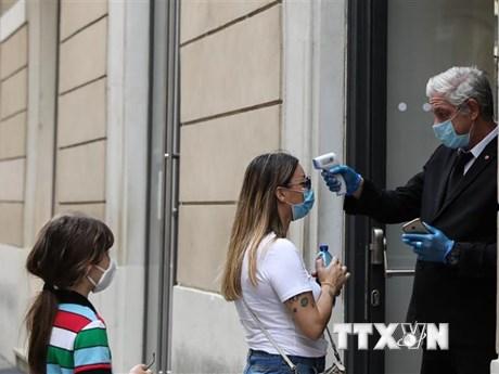 Italy bắt đầu mở cửa lại trường học sau 6 tháng đóng cửa vì COVID-19