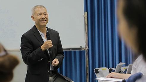 'Giáo sư quần đùi' Trương Nguyện Thành và cách giáo dục Cha Voi: cứ để con tự trải nghiệm và sửa sai