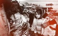 Những bức ảnh biết nói về cuộc di cư chạy trốn chiến tranh của người dân Trung Đông: Bất chấp giá lạnh, hàng triệu người vượt đại dương tìm nơi cư trú an toàn