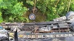 Thanh Hóa: Xe tải lao xuống vực, một người tử vong tại chỗ
