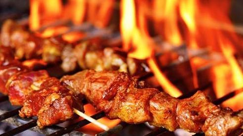 Điểm mặt những sai lầm khi nướng thịt khiến món ăn thơm ngon biến thành 'chất độc'